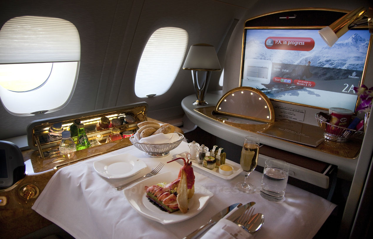 a380-emirates-firstclass-cabin-meal